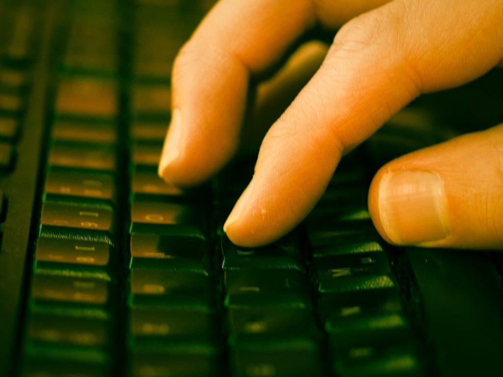 Como buscar personas en ecuador rastrear busqueda sitios web páginas buscador internet computadora pc laptop