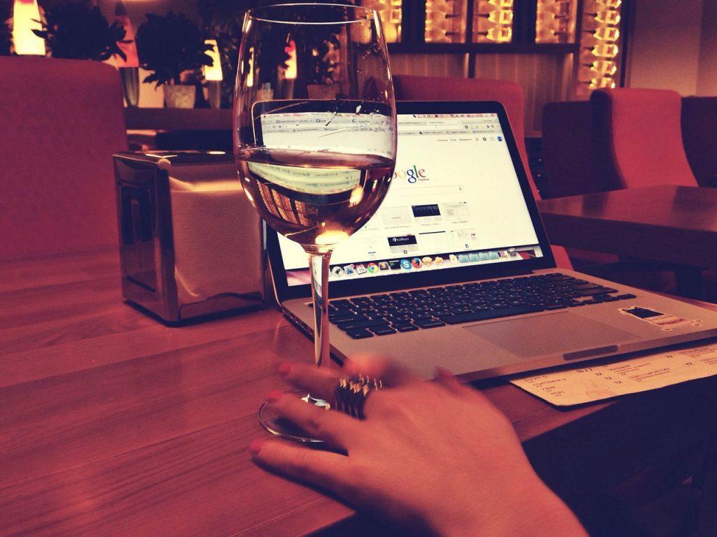 como buscar personas en inglaterra laptop computadora investigador 2017 ciudad país