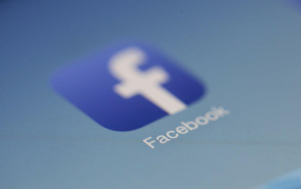 como buscar personas en inglaterra redes sociales twitter facebook instagram buscando persona